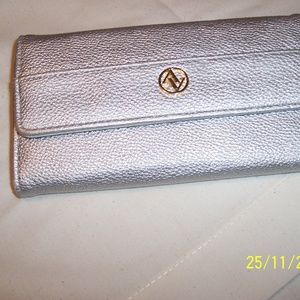 ADRIENNE VITTADINI SILVER LEATHER WALLET NWOT